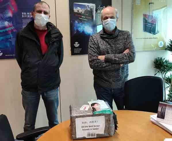 La filatelia china dona 200 mascarillas al servicio filatélico